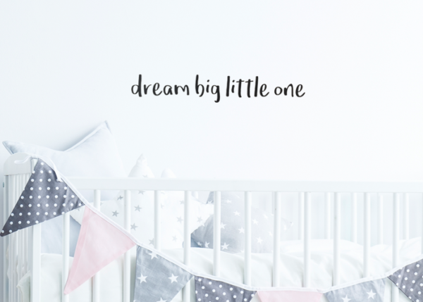 muursticker dream big little one op de muur
