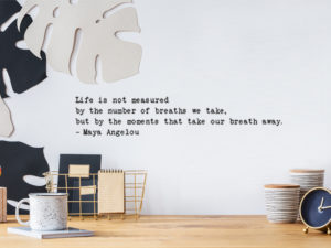 muursticker maya angelou life is not measured